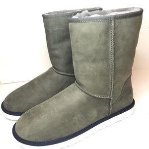 NWOT UGG Women's Classic Short Leather Boot
